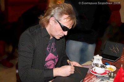 21 февраля 2008 - Автограф-сессия К.Кинчева в МедиаГиперМаркете «ВсеСОЮЗный» (Москва, ул.Пятницкая, 29)
