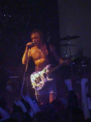 17 января 2004 - На бис Кинчев (на гитаре Лёвина) исполнил новую песню «Солнце-Иерусалим»