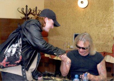 20 октября 2005 - Автограф-сессия К.Кинчева (Москва, Пятницкая, магазин «Союз»)