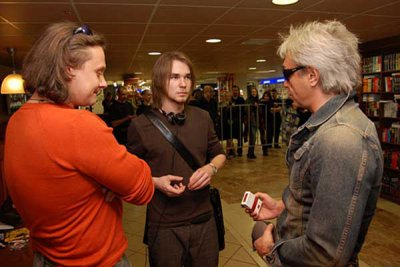 31 марта 2007 - Автограф-сессия в первый день продаж нового диска группы, в 15 часов, в магазине «СОЮЗ», по адресу: Москва, Страстной бульвар, дом 8а.