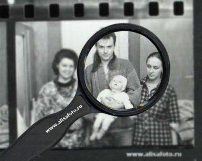 26 февраля 1990 - На ул.Куйбышева (Ленинград) фотограф В.Потапов снимает семью Самойловых