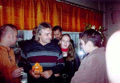 16 октября 1999 - Мурманск, Кинчев в магазине джинсовой одежды РАНЧО